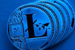 Srebne litecoin monety, w górę zdjęcie royalty free