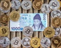 Srebne Złociste Crypto monety Ethereum ETH, czochra XRP, Litecoin LTC, bitcoin BTC Papier wystawia rachunek koreańczyka Wygrywają fotografia royalty free