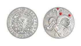 Srebnej monety Astrologiczny szyldowy Aries zdjęcia stock