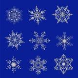 Srebni płatki śniegu na błękitnym tle Zdjęcia Royalty Free