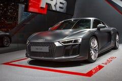 Srebny Audi R8 V10 Lemański Motorowy przedstawienie 2015 Zdjęcia Stock