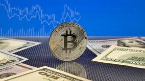 Srebny bitcoin na błękitnym abstrakta finanse tle Bitcoin cryptocurrency zbiory wideo