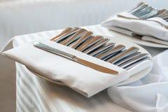 Srebny cutlery na stole Zdjęcie Stock