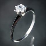 Srebny diamentowy pierścionek Obrazy Stock