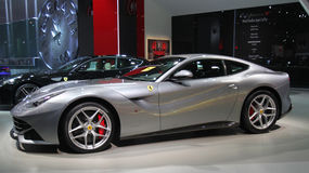 Srebny Ferrari Paryski Auto przedstawienie Obrazy Royalty Free