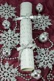 Srebny krakers z dekoracjami. Obraz Royalty Free