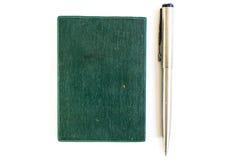 Srebny pióra i zieleni notatnik Obraz Stock