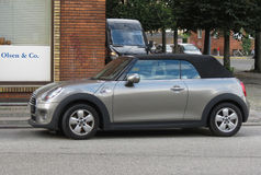 Srebny popielaty Mini Cooper samochód w Oslo Obraz Royalty Free