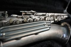 Srebny saksofon w swój skrzynce Obraz Stock