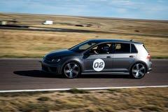 Srebny samochód wyścigowy na śladzie Zdjęcie Royalty Free