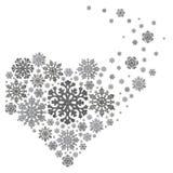 Srebny serce tworzący od płatek śniegu na bielu zdjęcie stock