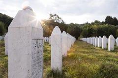 Srebrenica, Bosnië - Herzegovina, 16 Juli 2017: Potocari, Srebrenica-gedenkteken en begraafplaats Stock Afbeeldingen