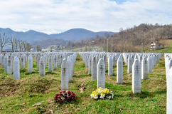 Srebrenicagedenkteken en begraafplaats stock foto
