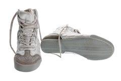 Srebro bawi się gym buty w rhinestones, odizolowywających Fotografia Royalty Free