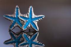 Srebro gra główna rolę lazurowego błękit na szarość Zdjęcie Stock