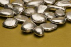 srebro pomalowane kamienie Zdjęcia Stock