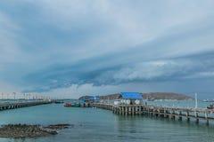 Sri-chung öhamn i Thailand när komma för storm royaltyfri foto