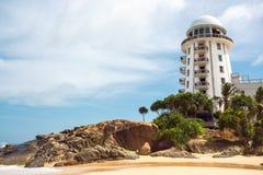 Sri Lanka Ambalangoda 3 de Mening van Juni 2016 bij het strand met vuurtoren Royalty-vrije Stock Foto's
