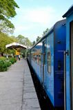 Sri Lanka azul Colombo al tren ferroviario de Jaffna parqueó en la plataforma imagen de archivo libre de regalías