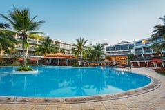 SRI LANKA, BERUWELA--3 Februari: Pool in complex hotel Eden Resort & het Kuuroord op 3 Februari, 2013 in Beruwela, Sri Lanka Royalty-vrije Stock Foto's