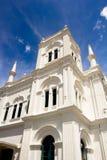 Sri Lanka byggnad med blå himmel Julian Bound Arkivfoto