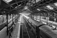 Sri Lanka, Colombo, el 11 de febrero de 2017, madrugada en la estación principal de Colombo Fotos de archivo libres de regalías