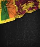Sri Lanka flaggatappning på en svart tavla för Grungesvart Arkivbild