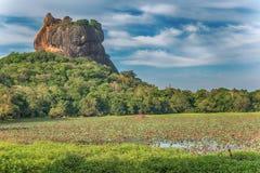 Sri Lanka: forntida Lion Rock fästning i Sigiriya royaltyfri fotografi