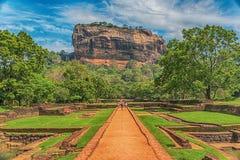 Sri Lanka: forntida Lion Rock fästning i Sigiriya royaltyfri bild