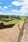 Sri Lanka, Galle - kobieta odwiedza średniowieczną miasteczko ścianę dziąsła Zdjęcia Royalty Free