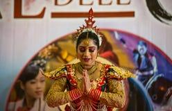 Sri Lanka kvinna under hennes kapacitet i den orientaliska festivalen i Genua, Italien fotografering för bildbyråer