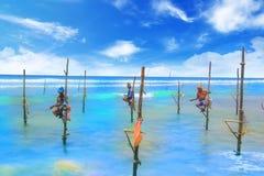 SRI LANKA, MARZEC - 24: Tradycyjny połów - rybacy na kiju w Sri Lanka na marszu 24 2017 na Sri Lanka Zdjęcia Stock