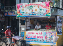Sri Lanka, Nuwara Eliya, empresa de BlueField, o 14 de janeiro de 2017, mercado asiático do ` s do fazendeiro que vende legumes f Imagens de Stock