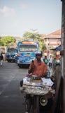 Sri Lanka, Nuwara Eliya, empresa de BlueField, o 14 de janeiro de 2017, mercado asiático do ` s do fazendeiro que vende legumes f Foto de Stock