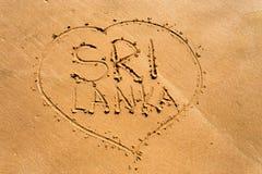 Sri Lanka op zand wordt geschreven dat Tropisch vakantieconcept stock afbeeldingen