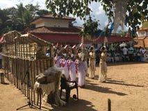 Sri lanki ` s Kandyan tana Tradycyjna załoga Obrazy Royalty Free