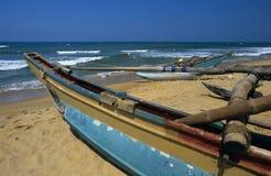 sri local lanka kalutara шлюпок пляжа стоковая фотография