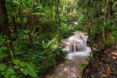 Sri Sang Wan vattenfall i Chiang Mai, Thailand Arkivbild