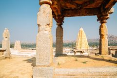 Sri Virupaksha świątynia od Hemakuta wzgórza przy Hampi, India fotografia stock
