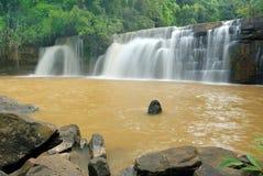Sridith瀑布,天堂瀑布在热带雨林里 免版税库存图片