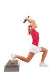 Série do esporte: Ginástica aeróbica da etapa com pesos Fotos de Stock Royalty Free