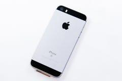 Série Unboxing et première de nouveau Se d'iPhone Photographie stock libre de droits