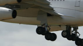 Srilankan Airbus A340, der nach Narita landet stock video