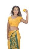 Srilankan vrouwen die oranje houden Stock Afbeelding
