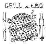 Srimpes Kebab σε μια BBQ σχάρα με τις λαβίδες και το δίκρανο Θερινό κόμμα σχαρών θαλασσινών Prewen στα ξύλινα οβελίδια μπαμπού γι απεικόνιση αποθεμάτων