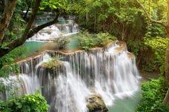 Srinakarin för landskapHuai Mae Kamin vattenfall fördämning i Kanchanaburi arkivbilder