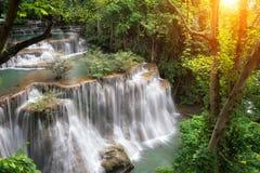Srinakarin för landskapHuai Mae Kamin vattenfall fördämning i Kanchanaburi royaltyfri fotografi