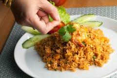 Sriracha Fried Rice met Garnalen Stock Foto's
