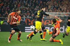 Srna gegen Lewandowski während einer Champions Leagueabgleichung Stockfotografie