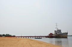 Srogo statek wojenny w porcie Obrazy Royalty Free
